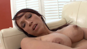Young brunette Nikki Hunter tongue kissing in HD