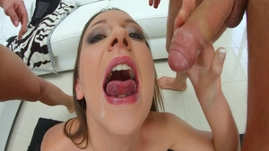 Big butt babe Julie Skyhigh feels in need of threesome