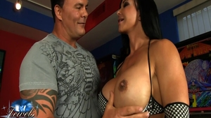 Raw sex escorted by big boobs american babe Jewels Jade