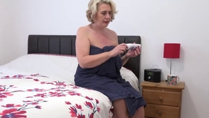 Saggy tits girl fingering solo