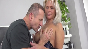 Busty Kathy Anderson babe sucking cock video
