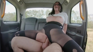 Babe Alisya Gapes gaping in the taxi