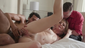 Blonde Mona Wales feels the need for sex scene in HD