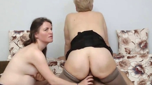 Pregnant stepmom pussy eating