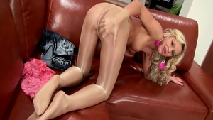 Very hawt teen wearing pantyhose pussy eating solo