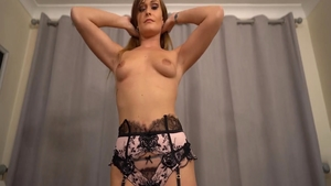 Babe Honour May rushes sex in her lingerie