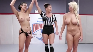 Large boobs MILF Penney Play reality fingering