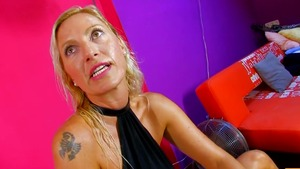 Blowjobs in company with wet european MILF Michelle Soleil